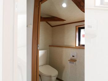 2階に無かったトイレを新設。TOTOピュアレストを採用