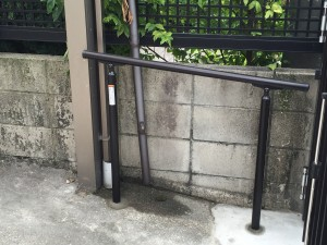 U様邸の駐車場伸縮戸取替工事
