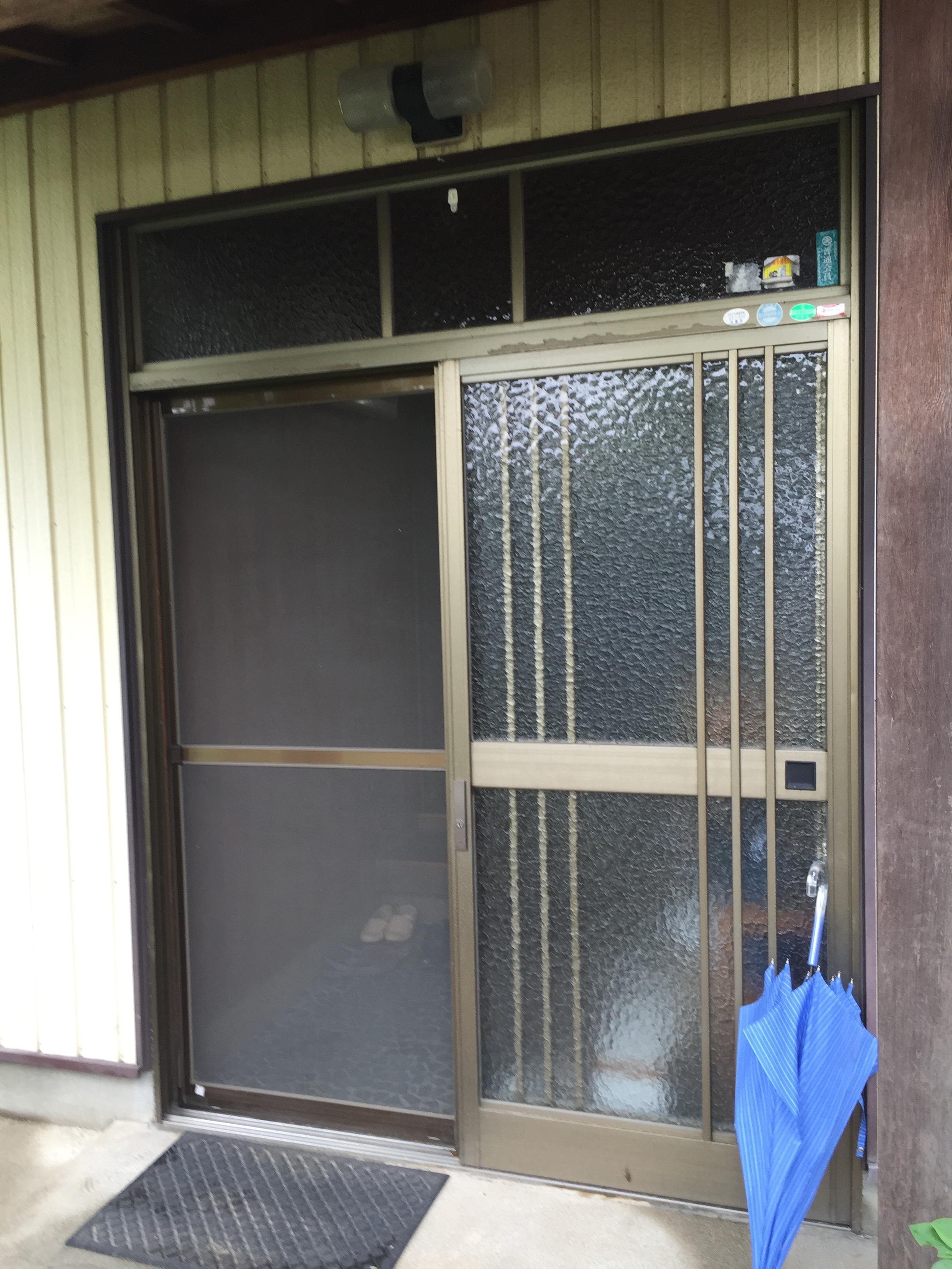 工事前の玄関戸