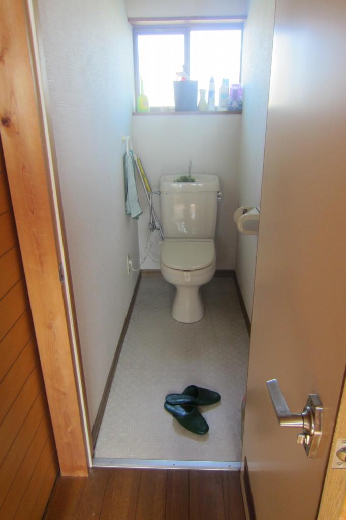 2F トイレ Before