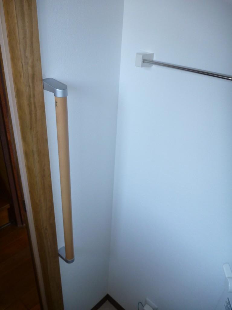 トイレ内に手すりを設置しました