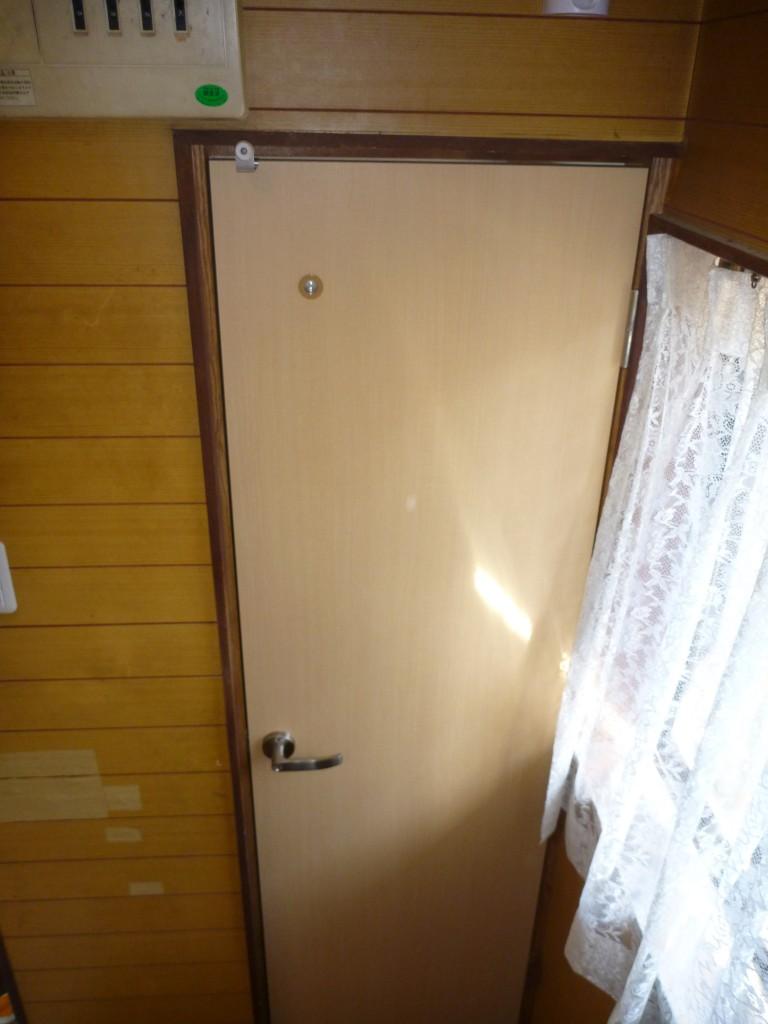 トイレの改修に合わせ、建具(ドア)も新しくしました