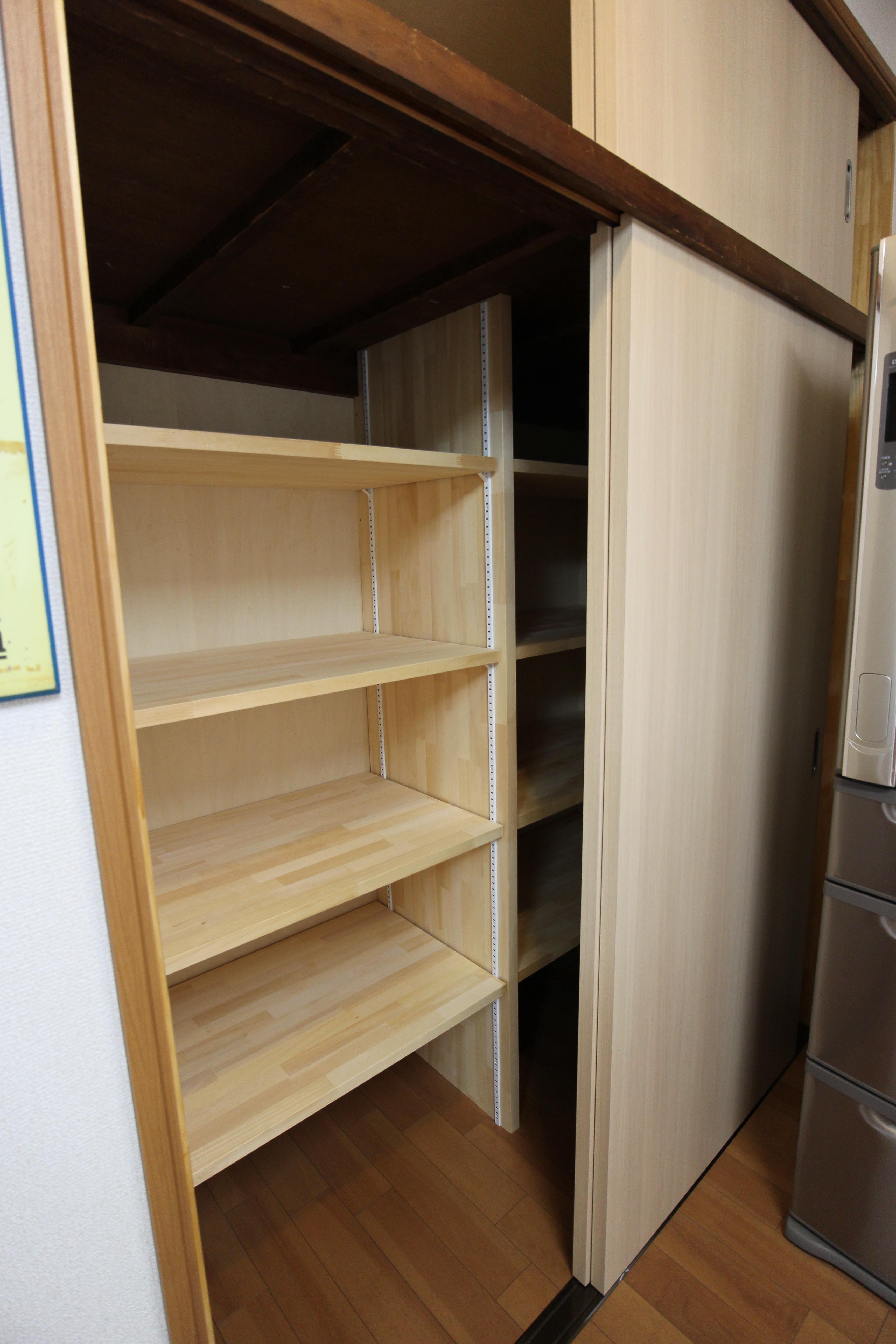 after<br> 可動式の棚板のある収納棚を設置しました
